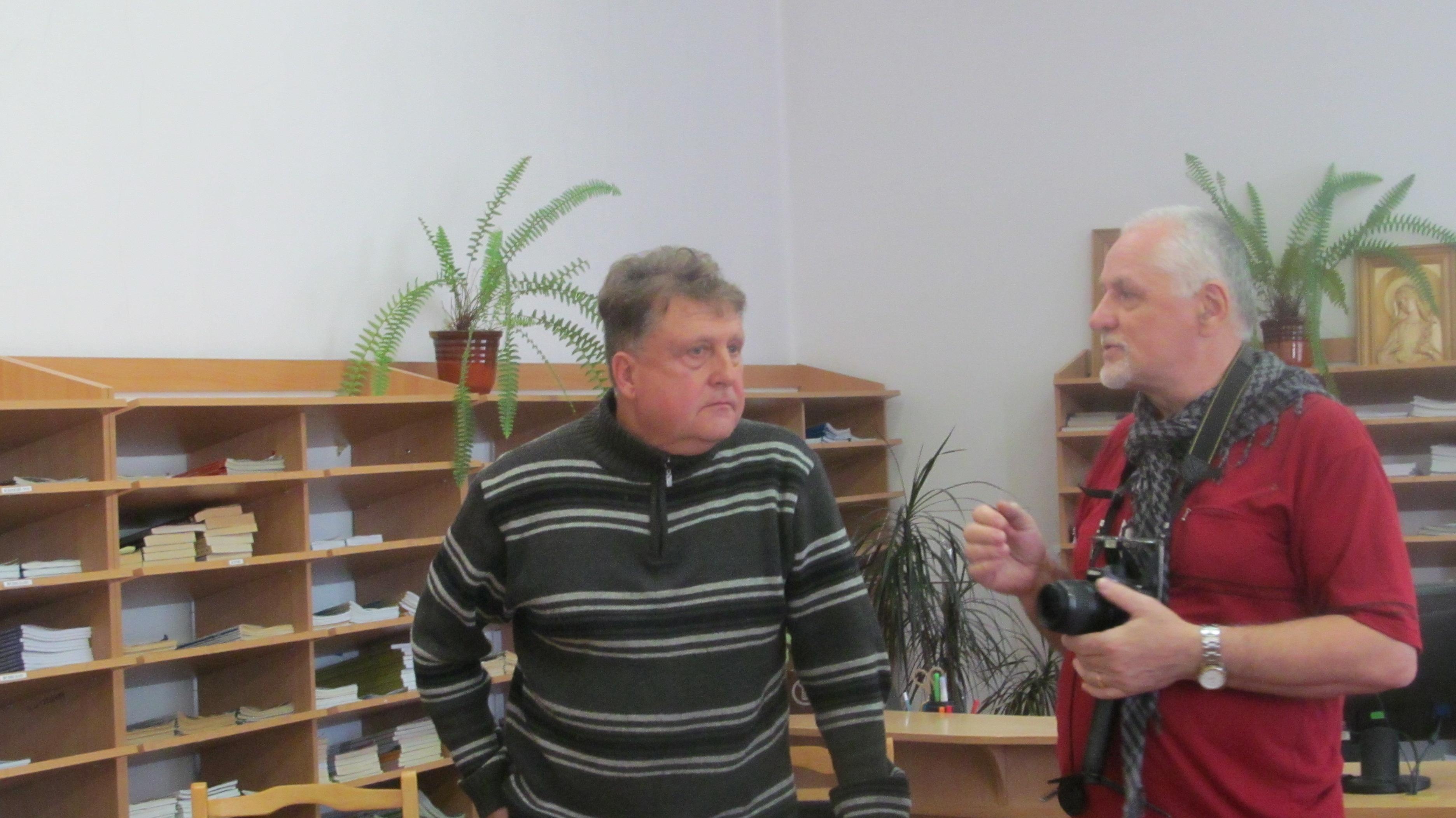 Краєзнавець Василь Нагірний та кіномитець Мирослав Бойчук під час зустрічі в обласній бібліотеці